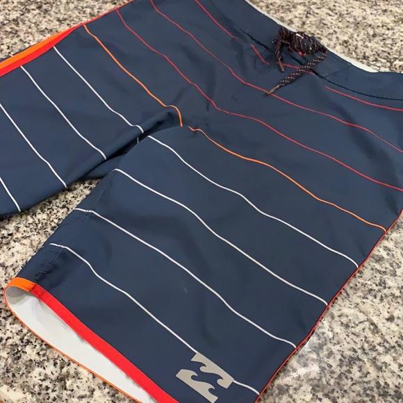 BILLABONG Board Shorts. Size 32